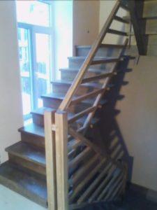 Большая лестница из дерева
