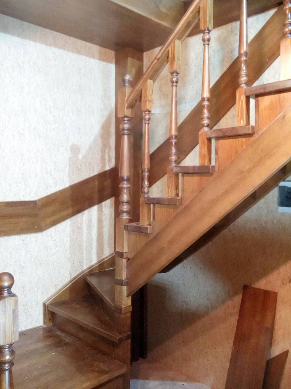 Лестница из ценных пород дерева